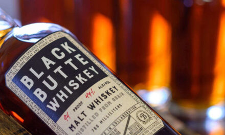Crater Lake Spirits se asocia con la cervecería Deschutes en Black Butte 5-Year American Malt Whiskey