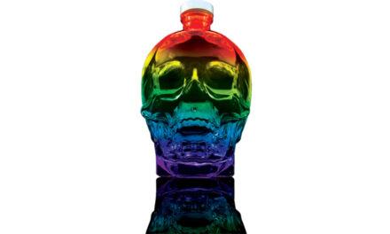 El vodka Crystal Head lanza una botella de edición limitada para el Pride con los colores del arco iris