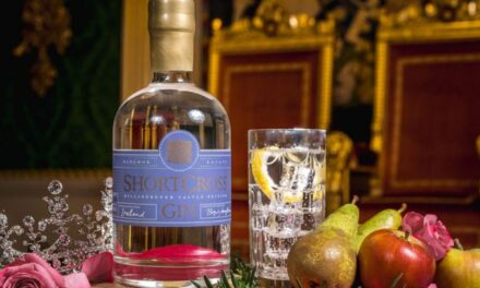La Reina Isabel II se une a Rademon Estate para lanzar Hillsborough Castle and Gardens Shortcross Gin