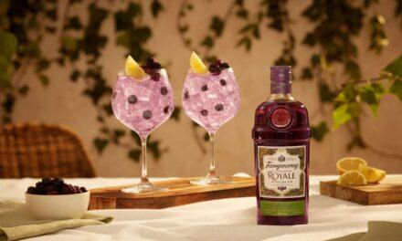 Tanqueray revela lanzamiento de la ginebra de grosella negra Tanqueray Blackcurrant Royale, y nuevas latas premezcladas