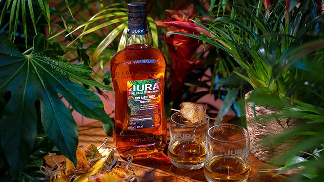 Jura estrena un whisky con acabado en barrica de ron