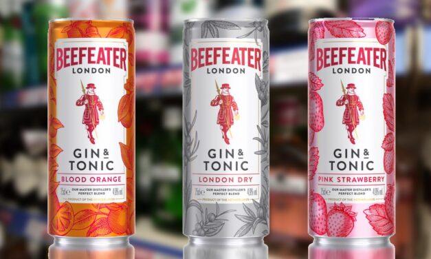 Beefeater presenta un trío de latas RTD de ginebra y tónica: Beefeater Pink Strawberry Gin and Tonic, Beefeater London Dry Gin and Tonic, y Beefeater Blood Orange and Tonic