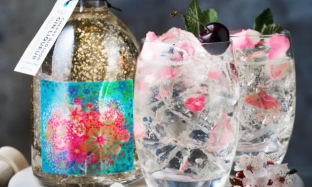 Marks and Spencer's Cherry Blossom Gin Glitter Globe, uno de los sabores del verano