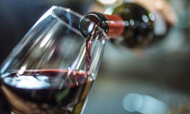 Un nuevo estudio afirma que el vino barato sabe mejor cuando nos dicen que es caro