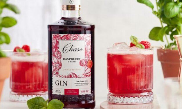 Chase Distillery añade un nuevo sabor de ginebra de frambuesa y albahaca a su colección English Countryside