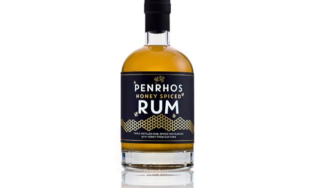 Penrhos Spirits lanza el primer ron elaborado con miel de la granja de Penrhos