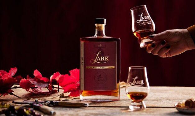 Lark Distillery se une a Frogmore Creek para crear un whisky Ruby Pinot Cask Finish