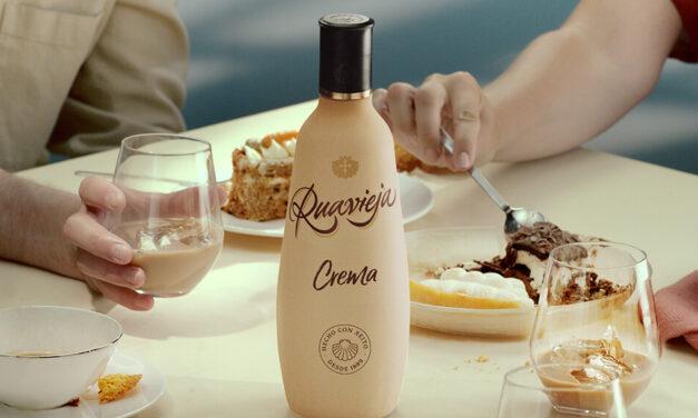 Nueva botella de Ruavieja 100% sostenible, realizada a base de PET reciclable