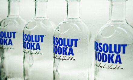 Absolut presenta su rediseño de botella más radical hasta la fecha