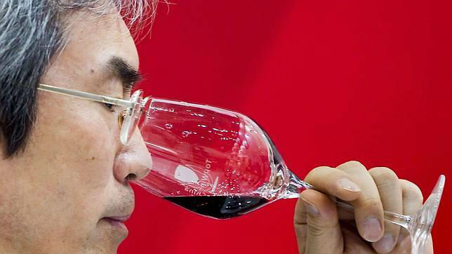 China importa cada vez más vino español